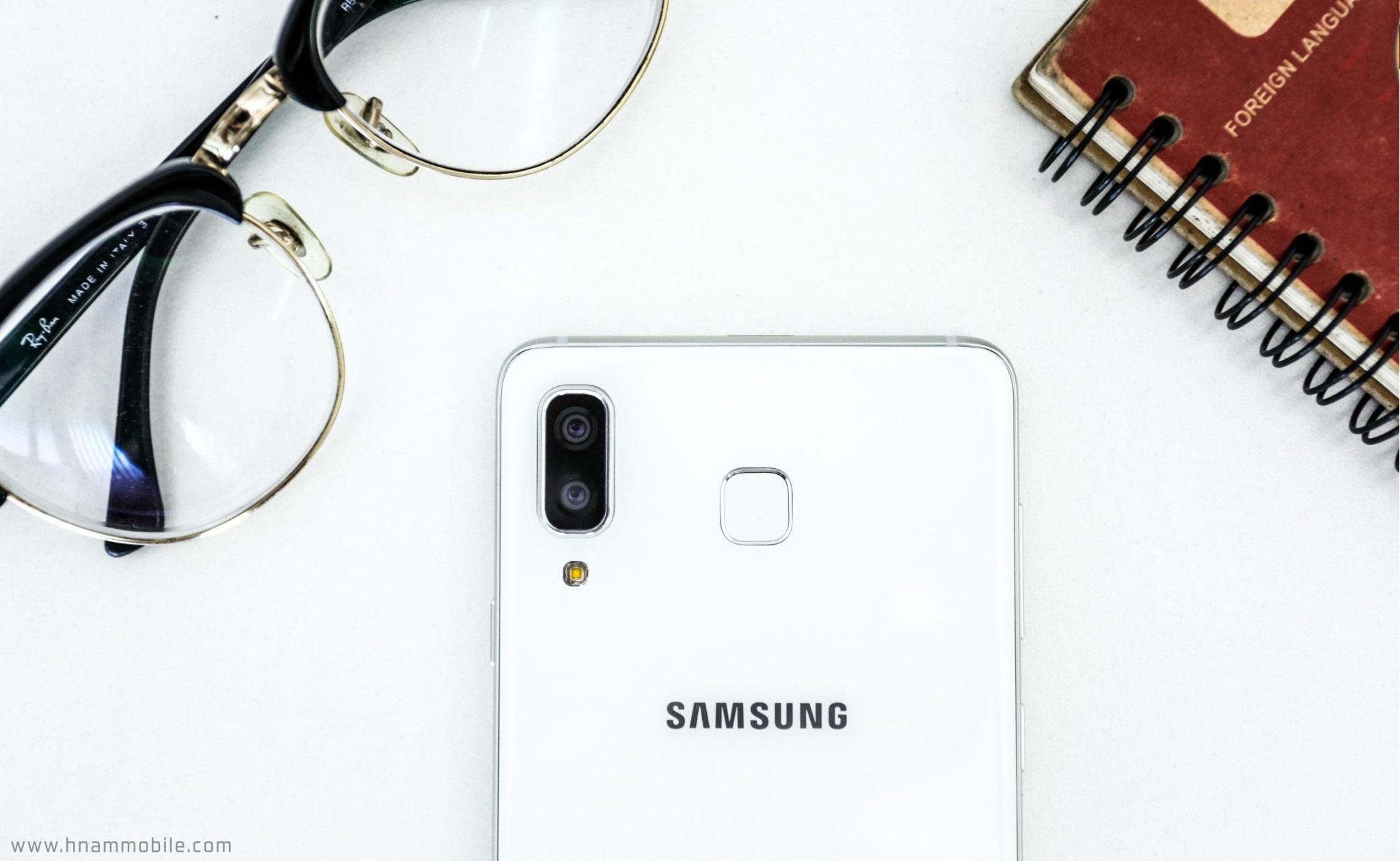 Đập hộp Galaxy A8 Star chính hãng tại Việt Nam hình 1