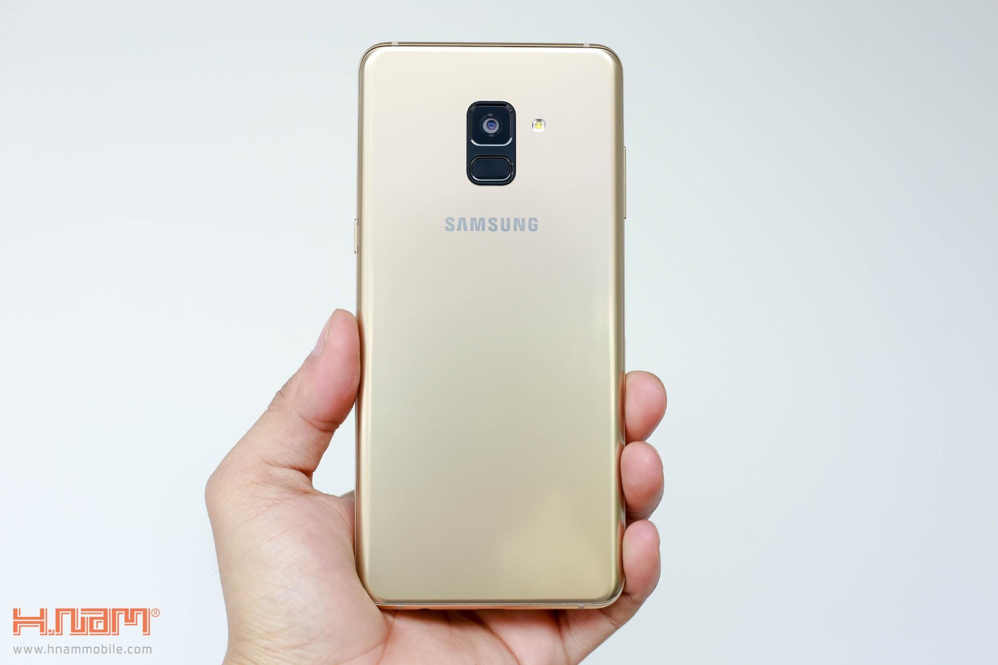 Đánh giá thiết kế Galaxy A8/ A8+: Vẻ đẹp sang trọng của kim loại và kính hình 1