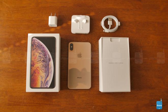 Đập hộp iPhone Xs Max phiên bản màu vàng hình 1