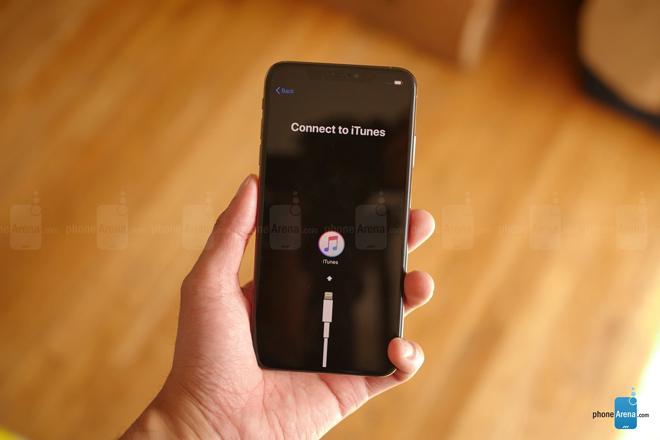 Đập hộp iPhone Xs Max phiên bản màu vàng hình 2