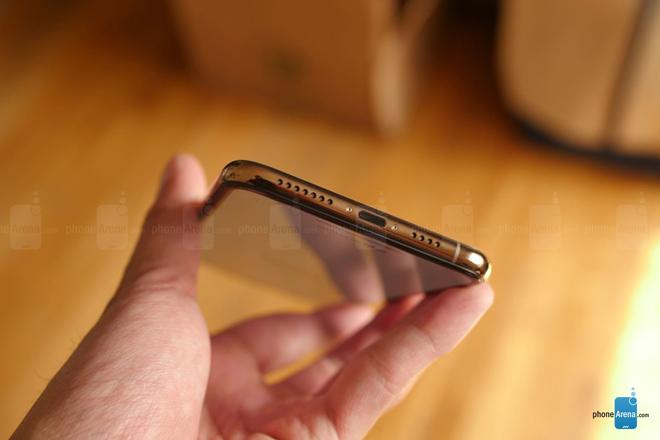 Đập hộp iPhone Xs Max phiên bản màu vàng hình 4