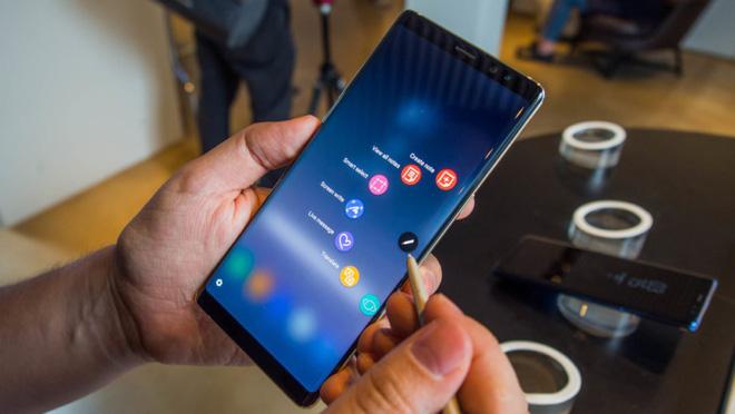 Những dòng điện thoại Samsung pin khủng hình 1
