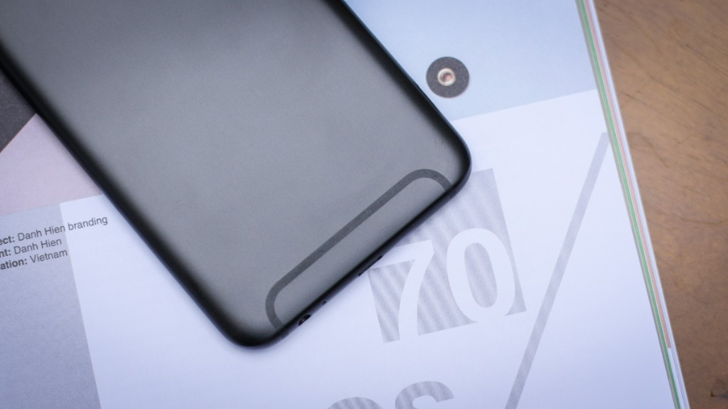Trên tay Galaxy A6+: Thiết kế thời trang, camera kép xóa phông ấn tượng hình 3