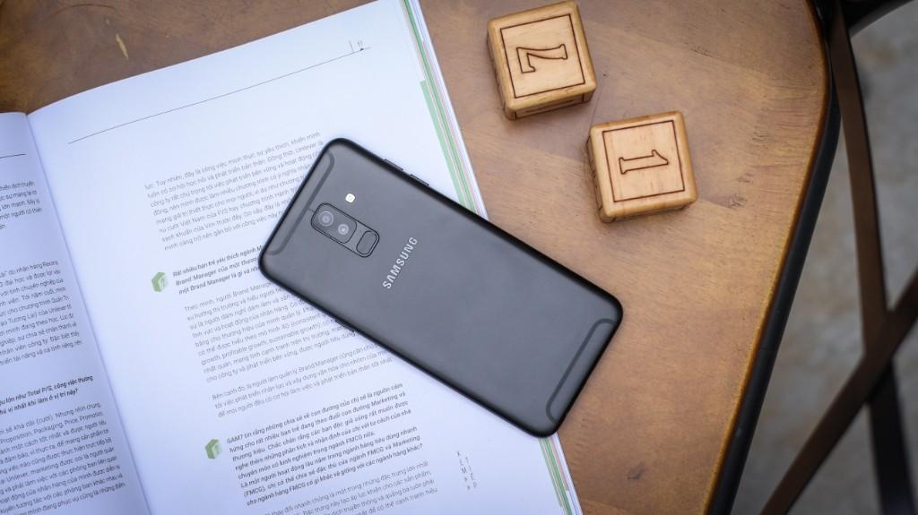 Trên tay Galaxy A6+: Thiết kế thời trang, camera kép xóa phông ấn tượng hình 2