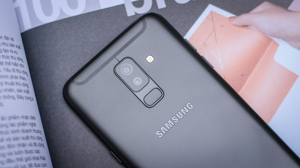 Trên tay Galaxy A6+: Thiết kế thời trang, camera kép xóa phông ấn tượng hình 7