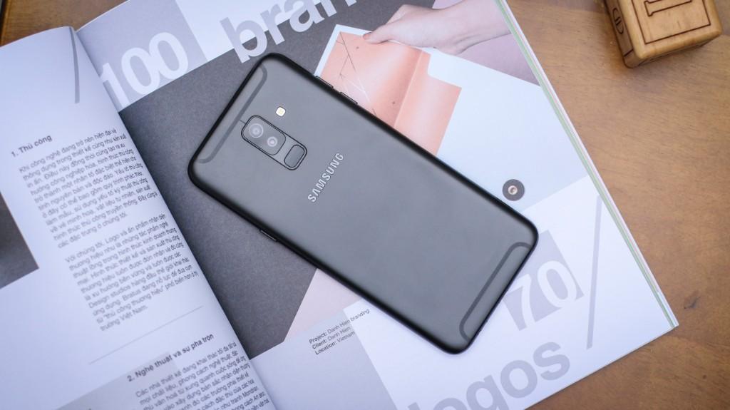 Trên tay Galaxy A6+: Thiết kế thời trang, camera kép xóa phông ấn tượng hình 9