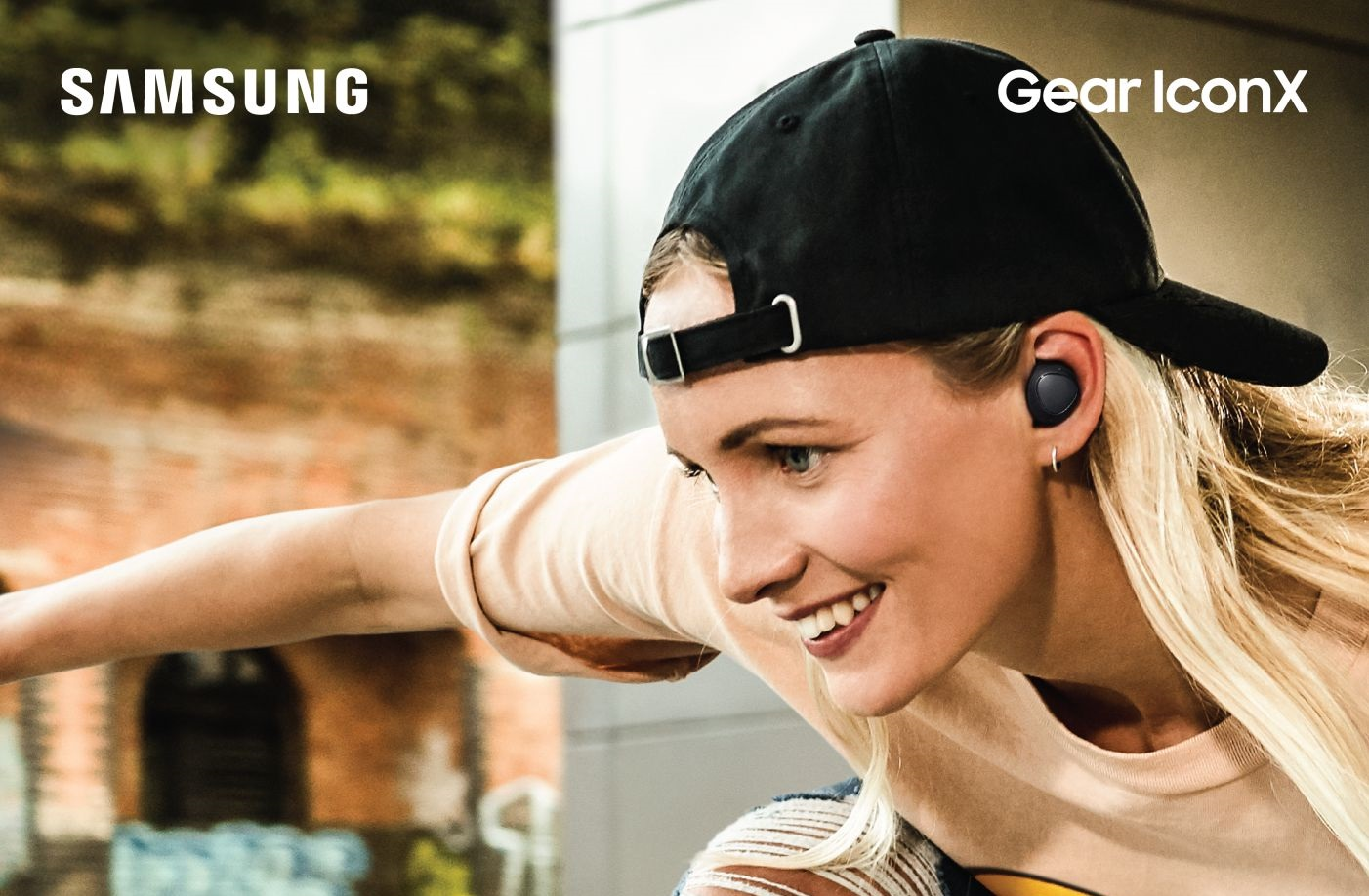 Samsung ra mắt tai nghe không dây Gear IconX (2018) hình 1