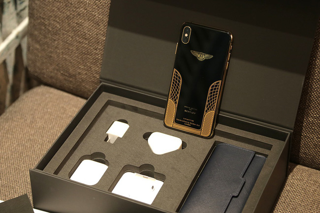 Giá iPhone Xs Max mạ vàng ở Việt Nam khoảng 4.000 USD hình 1