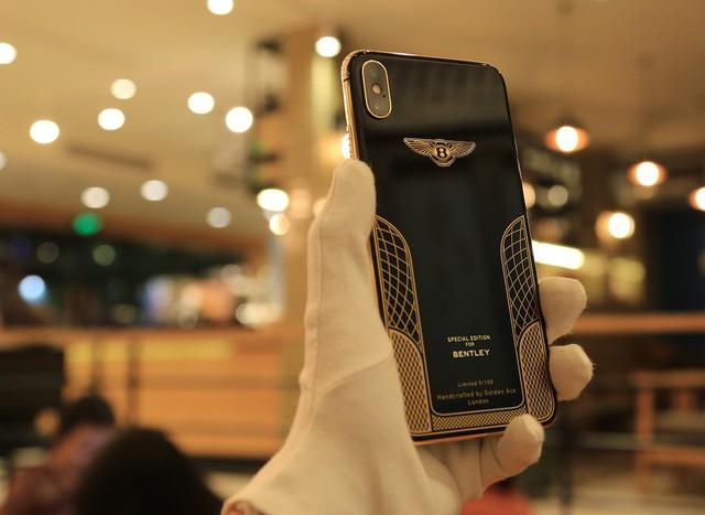 Giá iPhone Xs Max mạ vàng ở Việt Nam khoảng 4.000 USD hình 5