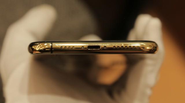Giá iPhone Xs Max mạ vàng ở Việt Nam khoảng 4.000 USD hình 9