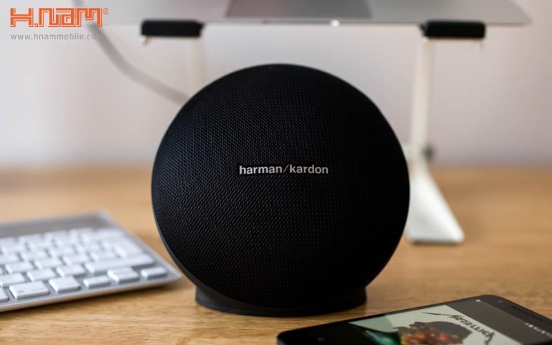 <span id='harman-kardon'></span>Harman Kardon nổi tiếng là thương hiệu sản xuất các thiết bị âm thanh chuyên dụng
