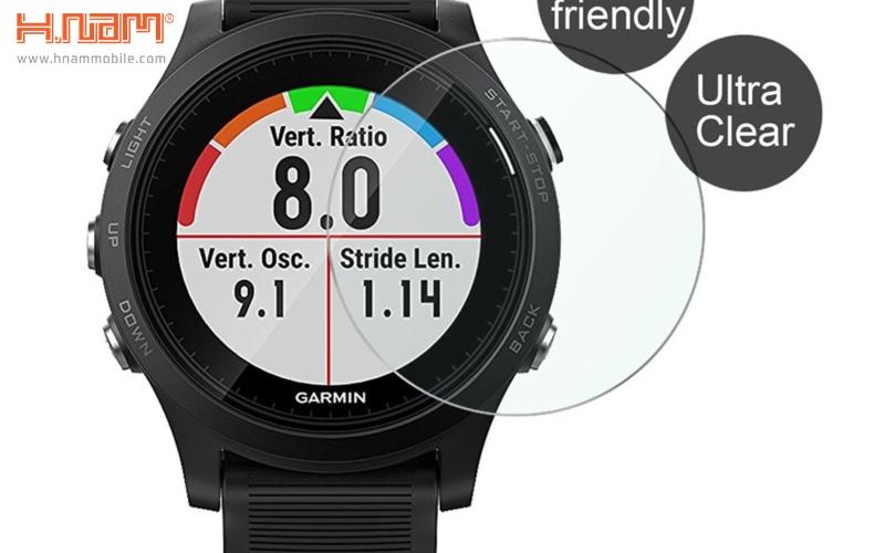 Kính cường lực có chức năng bảo vệ tốt màn hình đồng hồ khỏi những tác động bên ngoà