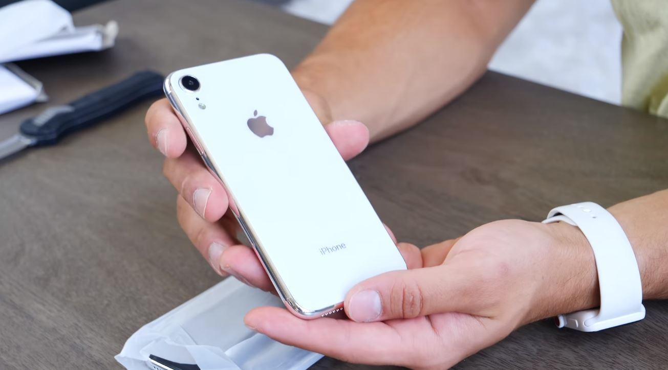 Trên tay mô hình bộ 3 iPhone X 5.8 inch, iPhone X Plus 6.5 inch và iPhone LCD 6.1 inch. hình 4
