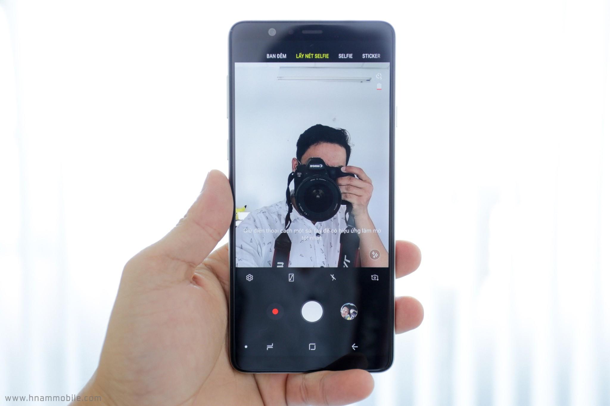 Đập hộp Galaxy A8 Star chính hãng tại Việt Nam hình 11