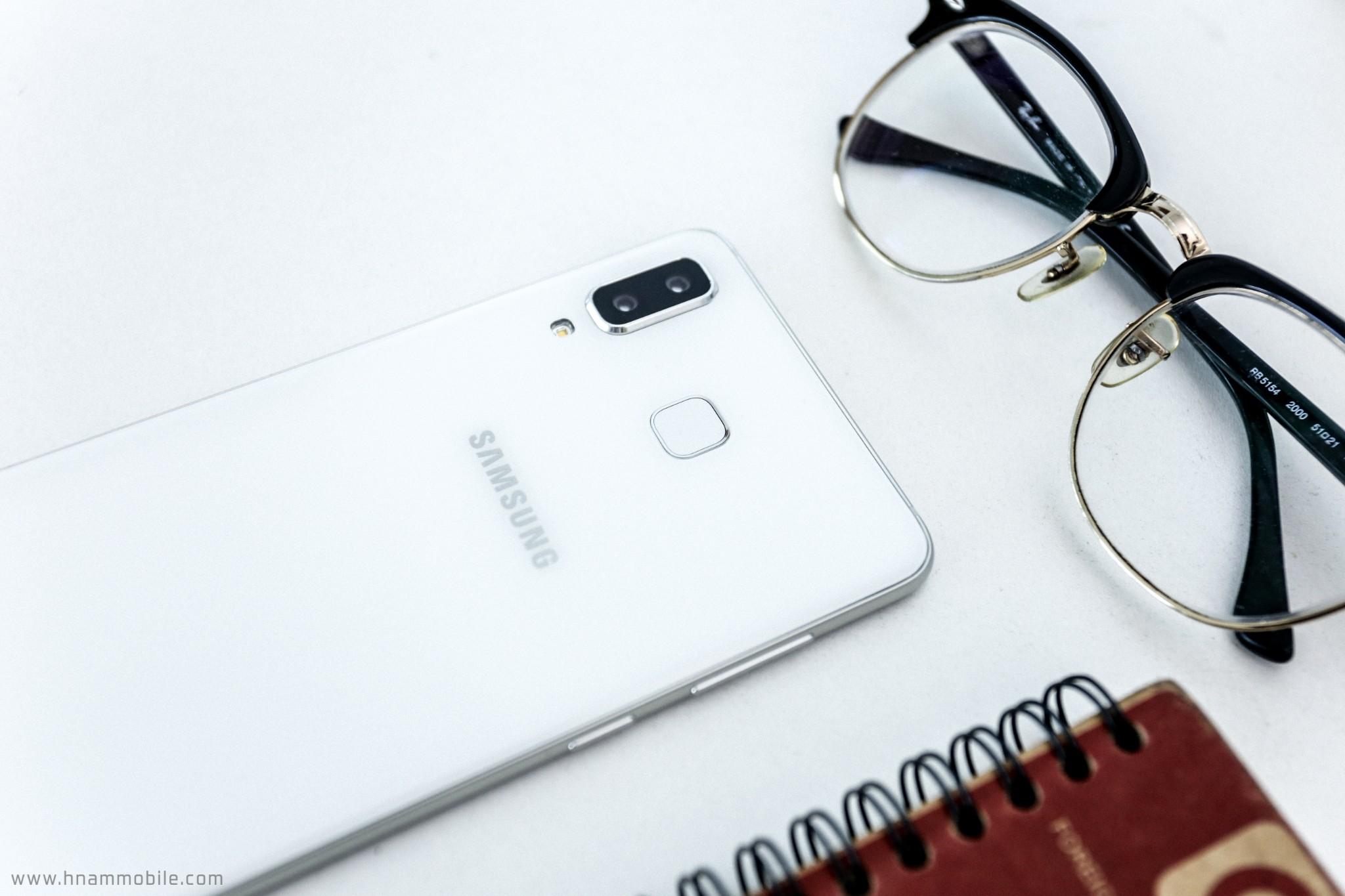 Đập hộp Galaxy A8 Star chính hãng tại Việt Nam hình 3