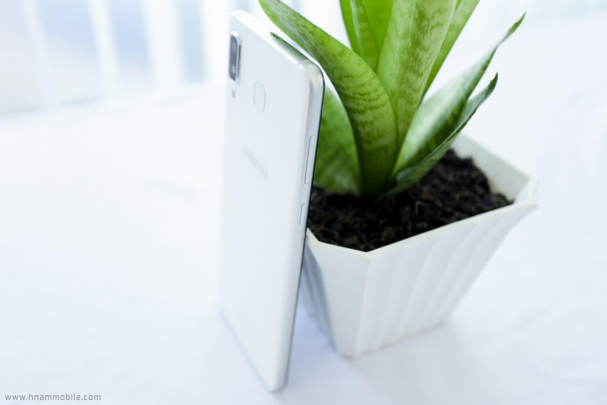 Đập hộp Galaxy A8 Star chính hãng tại Việt Nam hình 6