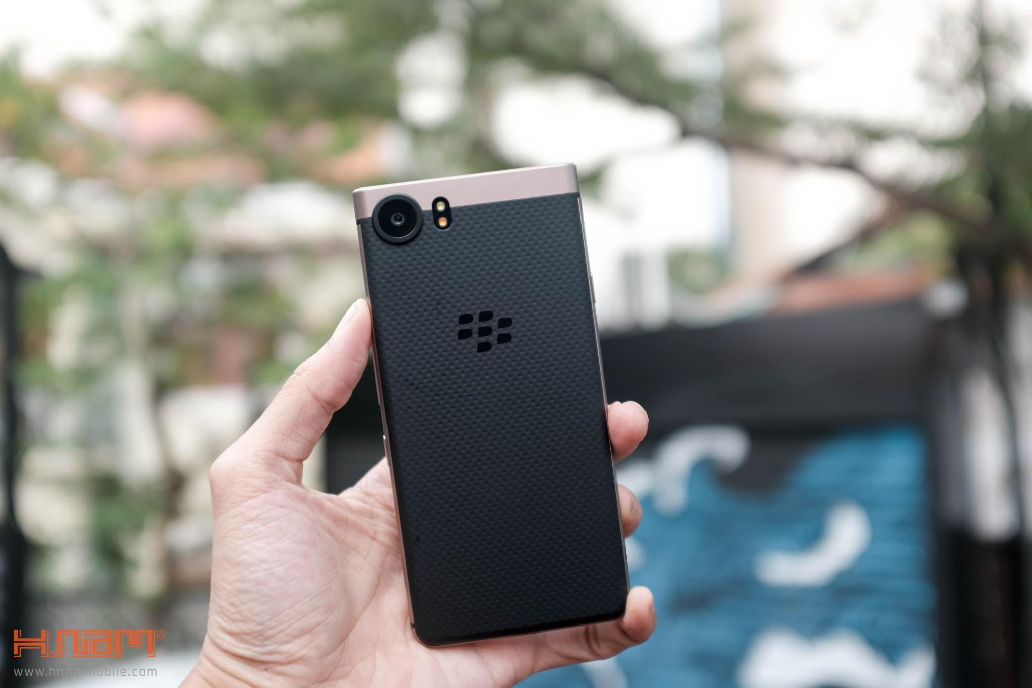 Trên tay Blackberry KEYone phiên bản màu Đồng cực chất! hình 3