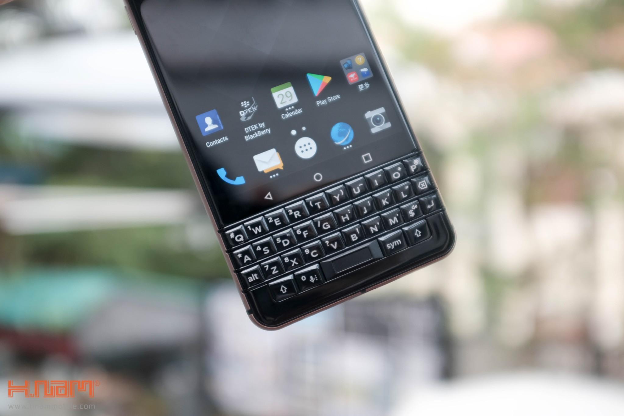 Trên tay Blackberry KEYone phiên bản màu Đồng cực chất! hình 15