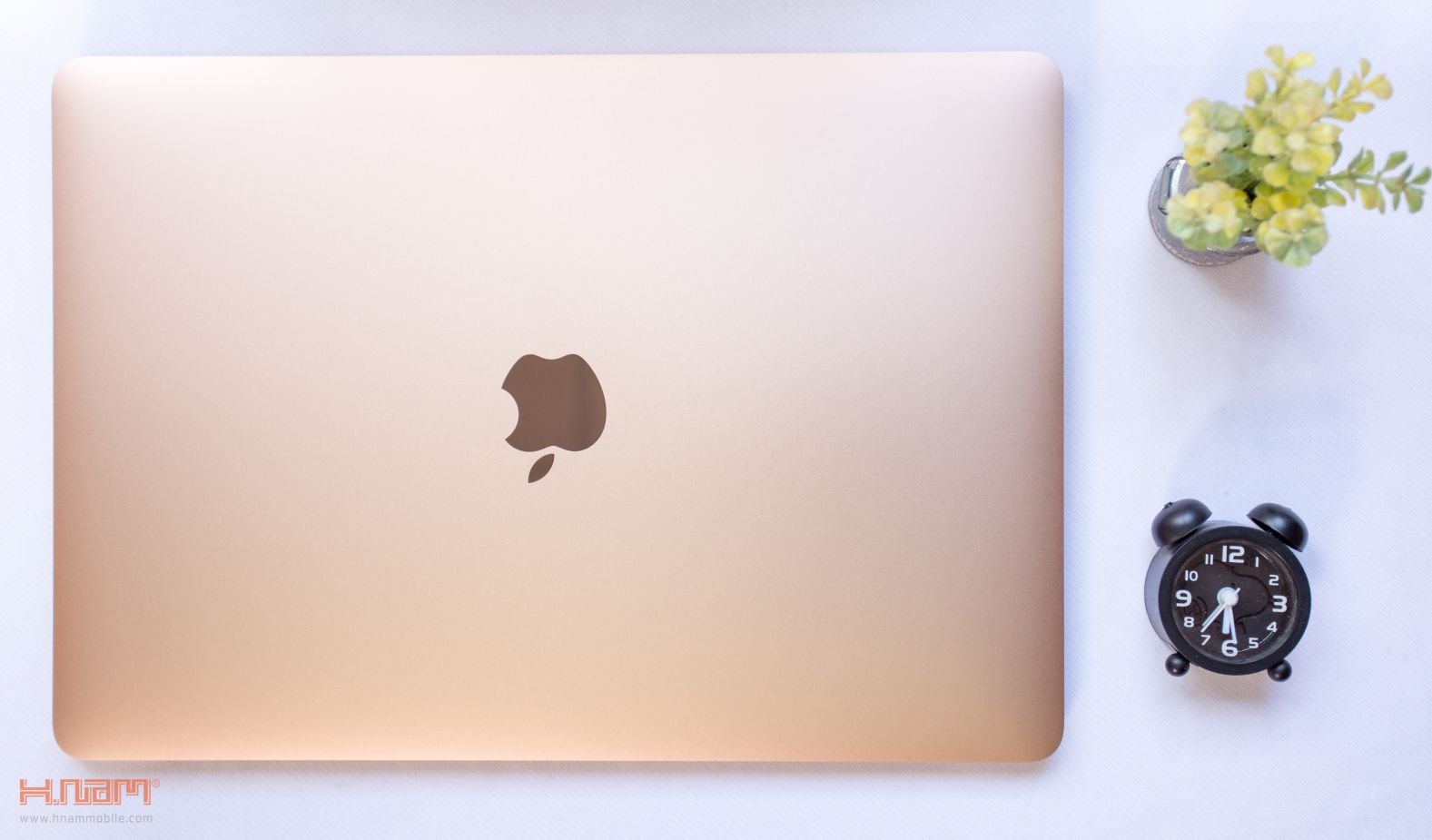 Trên tay Macbook Air 2018: Nâng cấp toàn diện sau 10 năm ra mắt hình 1