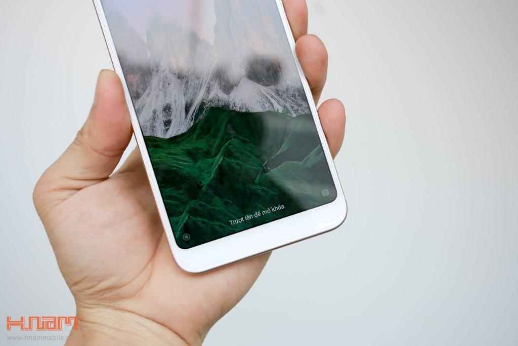 Đập hộp Xiaomi Redmi 5 Plus: Thiết kế thời thượng với màn hình 18:9 giá chỉ 3.9 triệu đồng hình 7