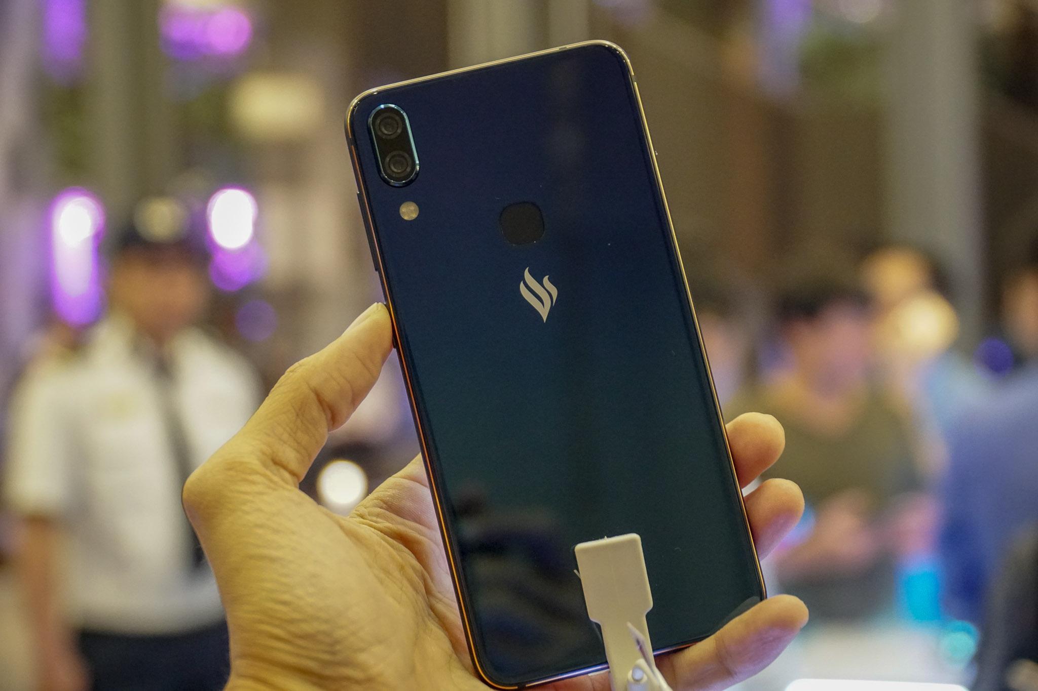 Vingroup chính thức ra mắt 4 smartphone đầu tiên của VSmart hình 4