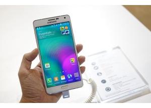 Ảnh Galaxy A7 kim loại nguyên khối giá 10 triệu sắp bán ở VN
