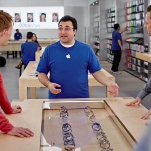Apple huấn luyện thời trang cho nhân viên bán Apple Watch