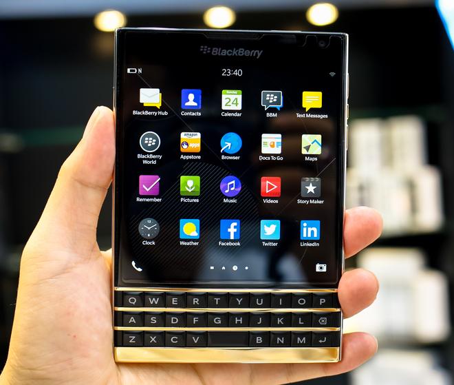 BlackBerry PassPort bằng vàng khối đầu tiên trên thế giới
