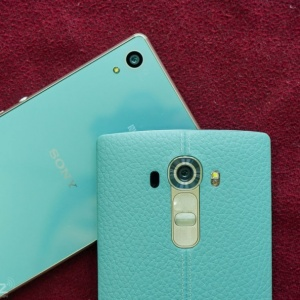 Cận cảnh LG G4 da xanh, đọ dáng cùng Xperia Z4 xanh ngọc