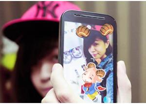 Chụp hình selfie vui nhộn dịp Tết với ứng dụng InstaTet