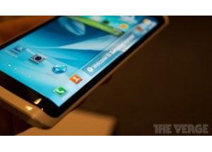 Điện thoại màn hình ba mặt của Samsung làm được gì?