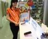 Hình ảnh trải nghiệm và tư vấn 2 máy Alcatel giá sốc tại cửa hàng Hnam Mobile