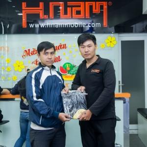 4 khách hàng may mắn cuối năm của Hnam – Oppo