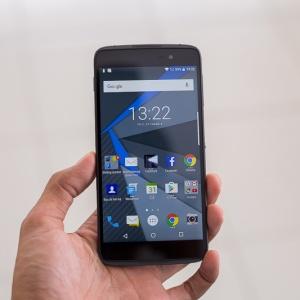 Clip đánh giá điện thoại BlackBerry DTEK50 - bảo mật cao, nhẹ, đẹp