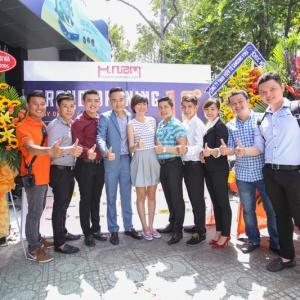 Đối tác, bạn bè hội tụ mừng Hnam Mobile 13 khai trương thành công
