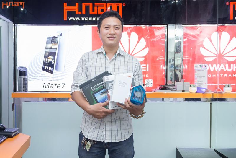 Hnam Mobile trao giải bộ sản phẩm công nghệ tuần thứ 2