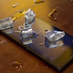Mổ bụng xem linh kiện điện thoại Sony Xperia M4 Aqua