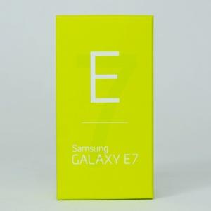 Mở hộp Galaxy E7 - Phablet nguyên khối của Samsung.