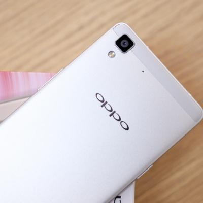 Mở hộp smartphone Oppo R7 Lite chính hãng.