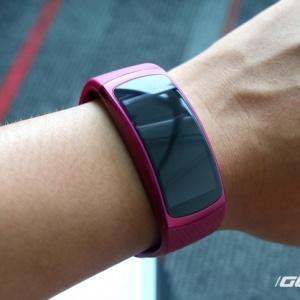 Samsung Gear Fit 2 - thiết kế mới, pin 3-4 ngày, hoạt động độc lập