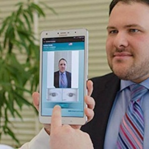 Samsung sẽ sớm ra smartphone có máy quét mống mắt