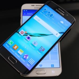 Samsung vỡ kế hoạch vì Galaxy S6 edge bán chạy