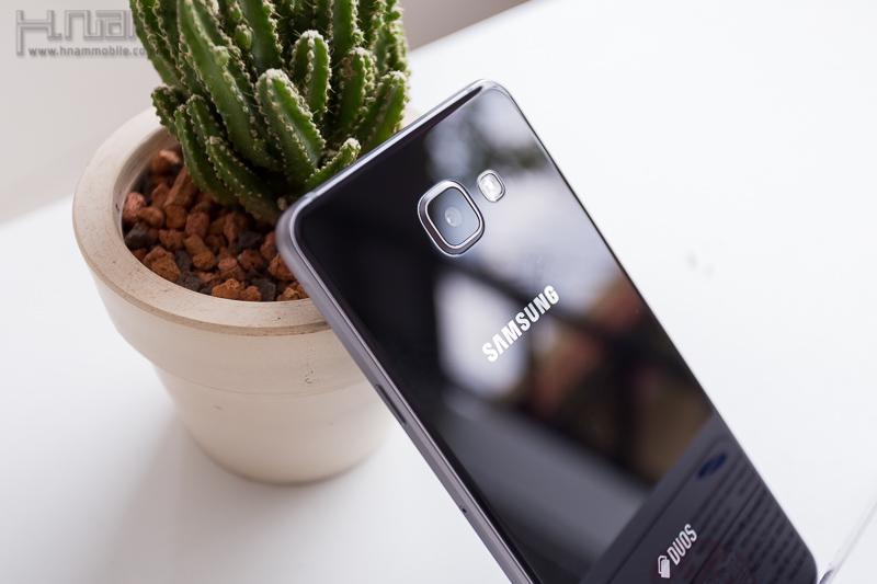 Mở hộp Samsung Galaxy A7 (2016) - thiết kế kim loại và kính, cấu hình mạnh, pin trâu.