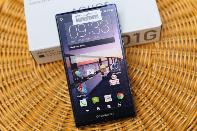 Mở hộp smartphone viền màn hình siêu mỏng của Sharp