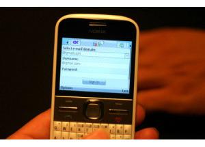Nokia giới thiệu E5 cùng gói cước chat giá rẻ