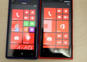 Nokia Lumia 920 và HTC 8X đọ dáng