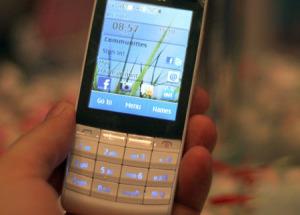 Nokia X3 'bấm và chạm' lên kệ
