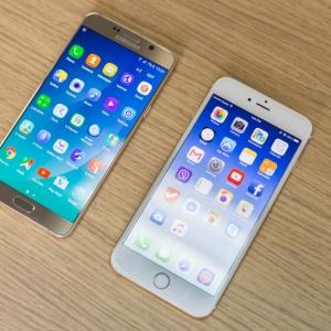 So sánh nhanh Galaxy Note 5 và iPhone 6 Plus.