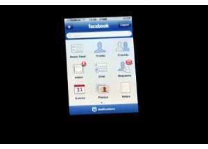 Ứng dụng Facebook trên iPhone đã xem được video